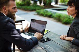 Wybór jakiegokolwiek sprzętu elektronicznego to nie lada wyzwanie, tym bardziej kiedy pada na laptopa