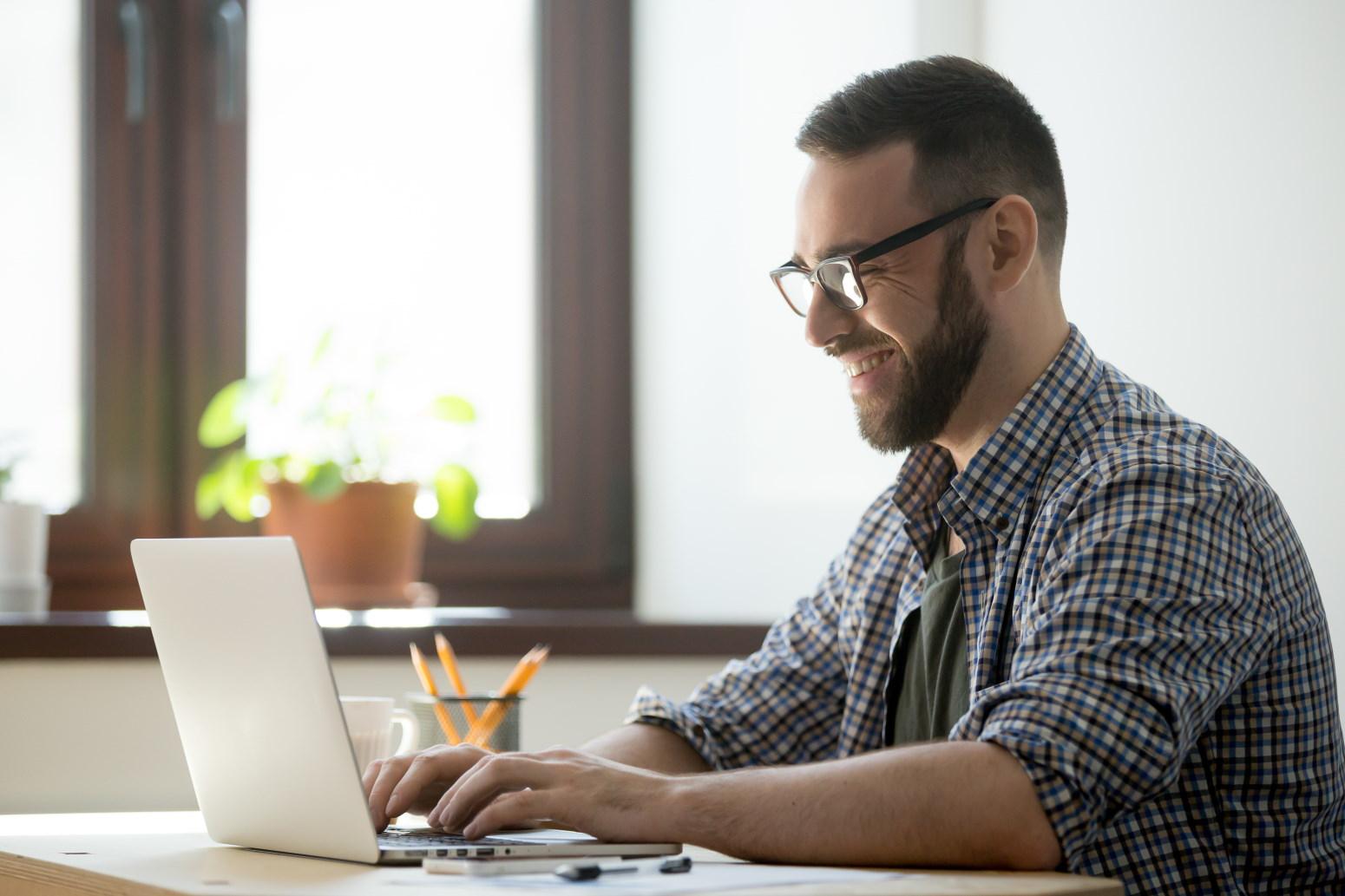 Dobry laptop dla biznesmenów powinien oferować świetną wydajność w dosłownie każdych zastanych warunkach i okolicznościach